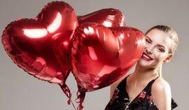 Lächelnde Frau, Valentinsgruß ` s Tag Stockfotos