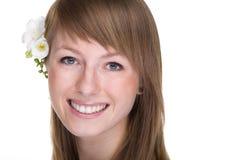 Lächelnde Frauennahaufnahme stockfoto