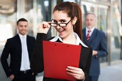 Lächelnde Geschäftsfrau Stockfotos