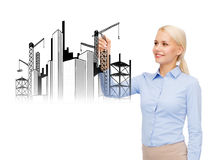 Lächelnde Geschäftsfrauzeichnungs-Baustelle Stockfotografie