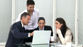 Lächelnde Geschäftsteamfunktion stock video