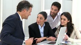Lächelnde Geschäftsteamfunktion stock video footage
