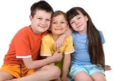 Lächelnde glückliche Kinder stockfoto