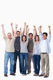 Lächelnde Gruppe Freunde, die Daumen aufgeben stockbild