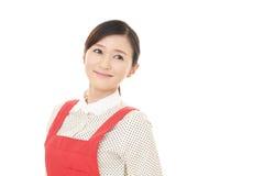 Lächelnde Hausfrau lizenzfreie stockbilder