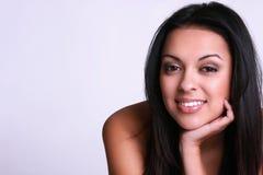 Lächelnde hispanische Frau Stockfoto