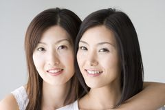 Lächelnde japanische Frauen lizenzfreie stockfotografie