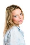 Lächelnde junge blonde Frau Stockfotos