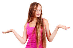 Lächelnde junge blonde Frau im rosafarbenen Hemd Lizenzfreies Stockfoto