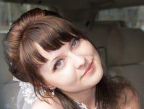 Lächelnde junge Braut Stockfotografie