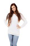 Lächelnde junge Frau des schönen Brunette lizenzfreies stockfoto