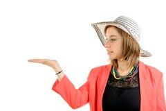 Lächelnde junge Frau gekleidet im Rosa Stockbild