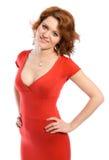 Lächelnde junge Frau im roten Kleid Stockbild