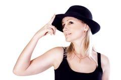 Lächelnde junge Frau mit einem Hut Lizenzfreie Stockfotos