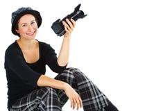 Lächelnde junge Frau mit einer Kamera Stockfoto