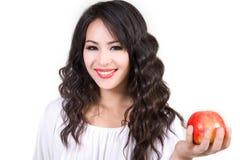 Lächelnde junge Frauen-Holding Apple Stockbilder