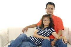Lächelnde junge Paare Stockfoto