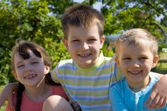 Lächelnde Kinder Lizenzfreies Stockfoto