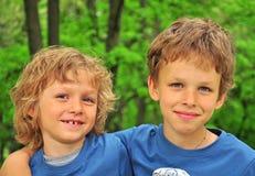 Lächelnde Kinder Stockfoto