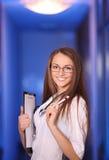 Lächelnde Krankenschwester der schönen Junge Stockbilder