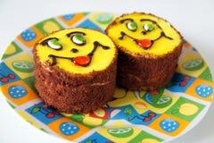 Lächelnde Kuchen. Lizenzfreies Stockbild