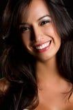 Lächelnde lateinische Frau lizenzfreie stockfotos