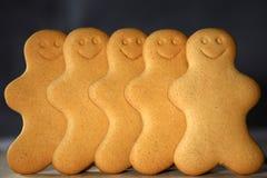 Lächelnde Lebkuchen-Männer Lizenzfreies Stockfoto