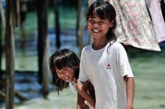 Lächelnde Mädchen stockbild