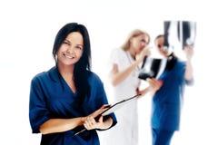 Lächelnde medizinische Leute. Lizenzfreie Stockbilder
