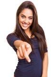 Lächelnde Mischungsrennfrau, die vorwärts Finger zeigt Stockfotos