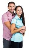 Lächelnde Paare, welche die Kamera umarmen und betrachten Lizenzfreie Stockbilder