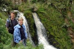 Lächelnde pensionierte Paare am Feiertag Stockbilder