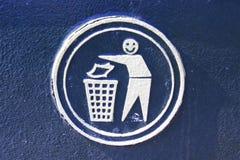 Lächelnde Person gezeichnet auf einen Abfalleimer Stockfotos