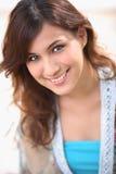 Lächelnde süße Frau Stockbilder