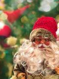 Lächelnde Santa Claus in den Gläsern lizenzfreies stockbild