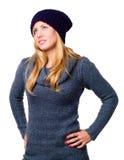 Lächelnde schöne junge Frau in der Winterkleidung Stockfotos