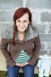 Lächelnde schwangere Frau. Lizenzfreies Stockbild