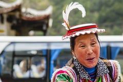 Lächelnde tibetanische Frau von Whitehorse-Clan Lizenzfreies Stockbild