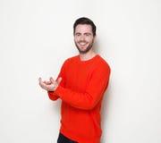 Lächelnde und klatschende Hände des jungen Mannes lizenzfreies stockfoto