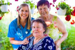 Lächelnde weibliche Generationen lizenzfreies stockbild