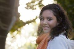 Lächelnde weibliche vorbildliche Außenseite Lizenzfreies Stockfoto