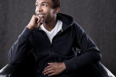 Lächelnder Afroamerikaner-Mann lizenzfreies stockbild