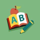 Lächelnder Apple-Lehrer Character Reading ein Buch Lizenzfreies Stockfoto