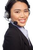 Lächelnder asiatischer Aufrufmitte Telefonist lizenzfreie stockfotos