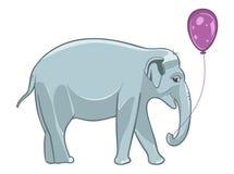 Lächelnder Babyelefant mit purpurrotem Ballon Lizenzfreie Stockfotos