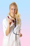 Lächelnder Doktor mit Spritze Lizenzfreie Stockbilder