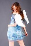 Lächelnder Engel im blauen Kleid lizenzfreies stockbild