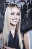 Lächelnder Engel mit schwarzen Flügeln Lizenzfreies Stockbild
