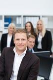 Lächelnder erfolgreicher Geschäftsteamleiter Stockbilder
