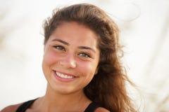 Lächelnder Frau Headshot Stockbild